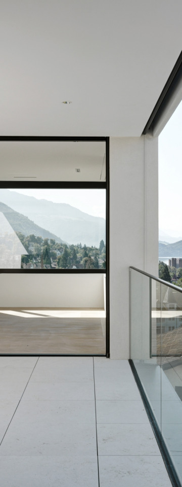 Zurigo Un cubo bianco con vista lago